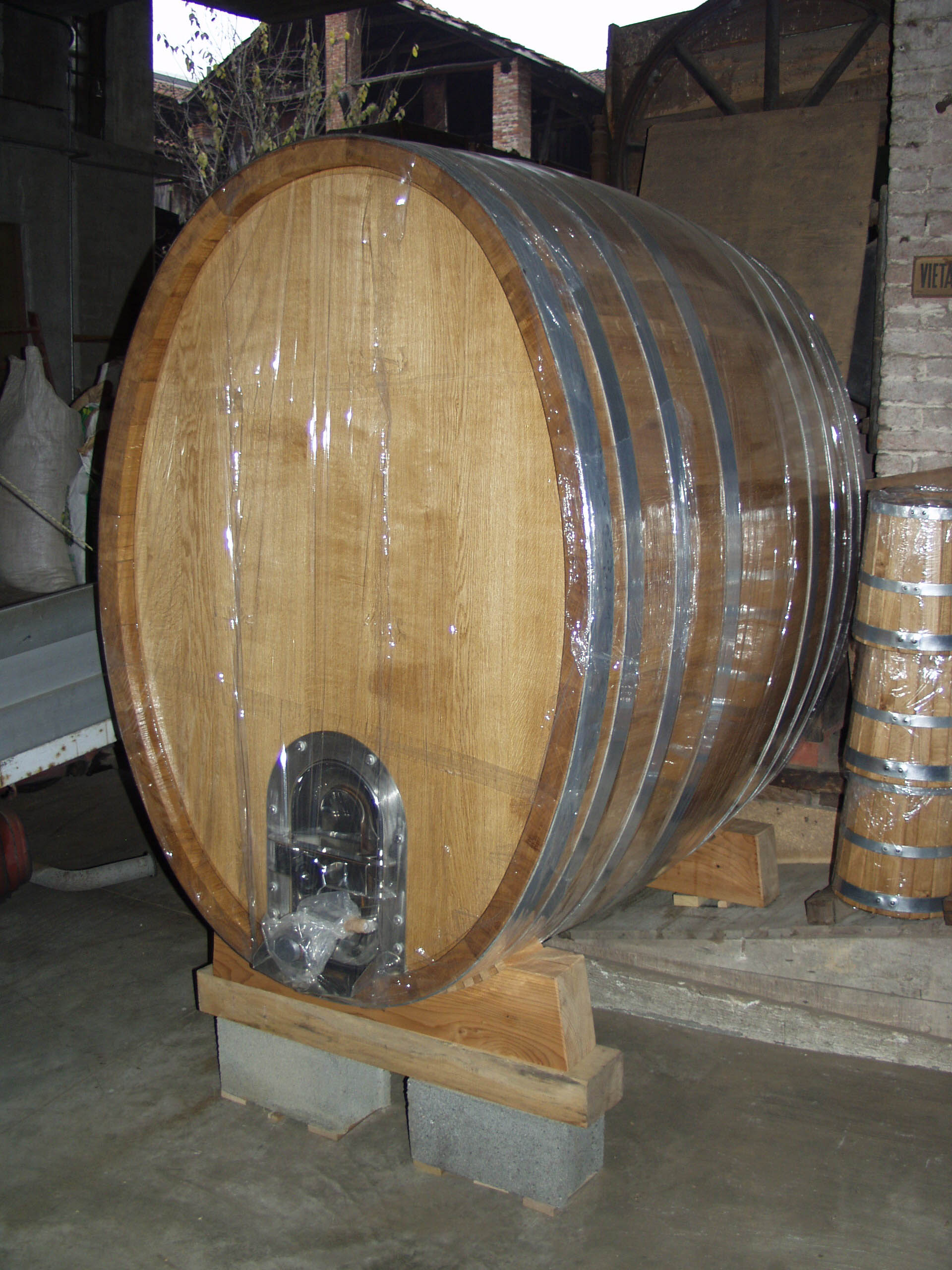 In vetrina for Botti in legno per arredamento